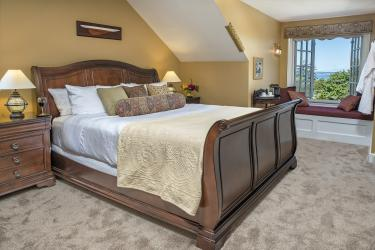 Admiralty Suite with king sized sleigh bed and window seat overing Admiralty Inlet
